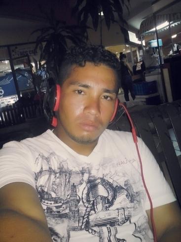 Знакомства. Познакомлюсь с девушкой. Парень, 21 года ищет девушку - Choloma, Гондурас