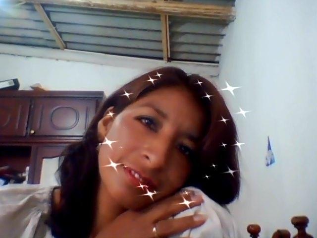 Знакомства. Познакомлюсь с мужчиной. Женщина, 37 года ищет мужчину - Cuenca, Эквадор