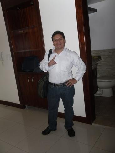 Знакомства. Познакомлюсь с женщиной. Мужчина, 41 года ищет женщину - Quito, Эквадор